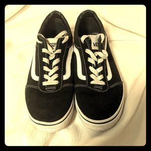 Vans Off the Wall Black Size 6 Youth